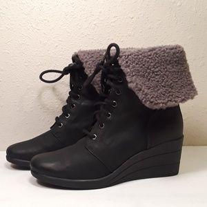 Ugg Zea Womens 8 Waterproof Wedge Boots Black